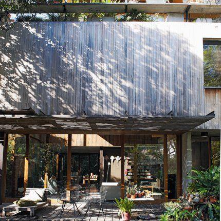 Une Maison Faite De Béton Et De Bois En Argentine