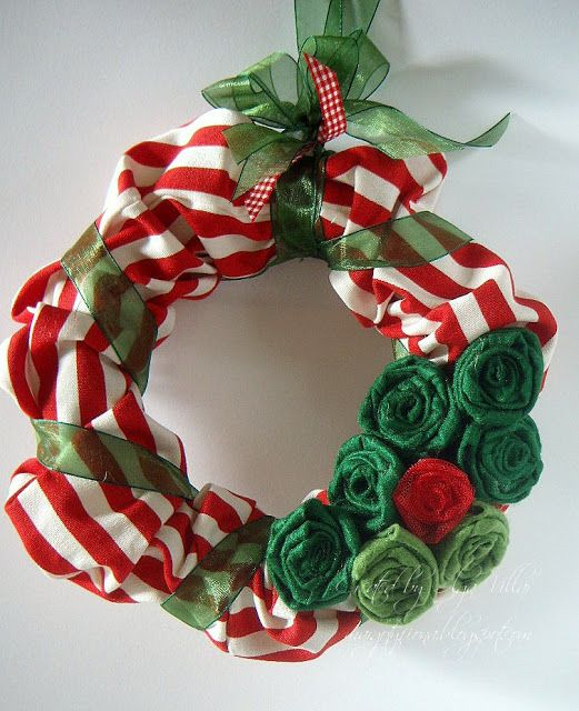 Manualidades coronas navide as para puertas navide a - Manualidades con fieltro para navidad ...