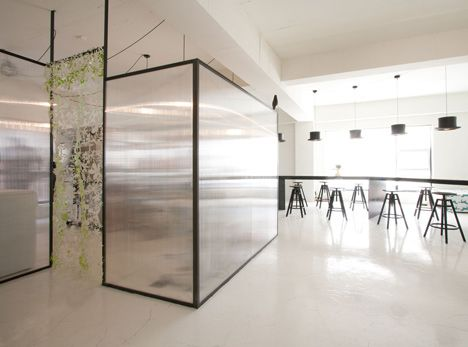 Unas Kitchen By Nordic Bros Design Community See Bendheim Houdini Glass Wall Idea
