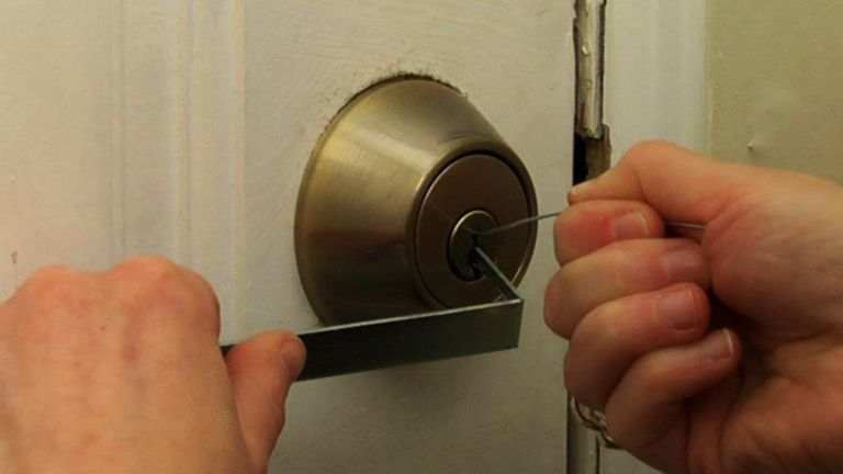 How to pick a lock with images lockpicking lock