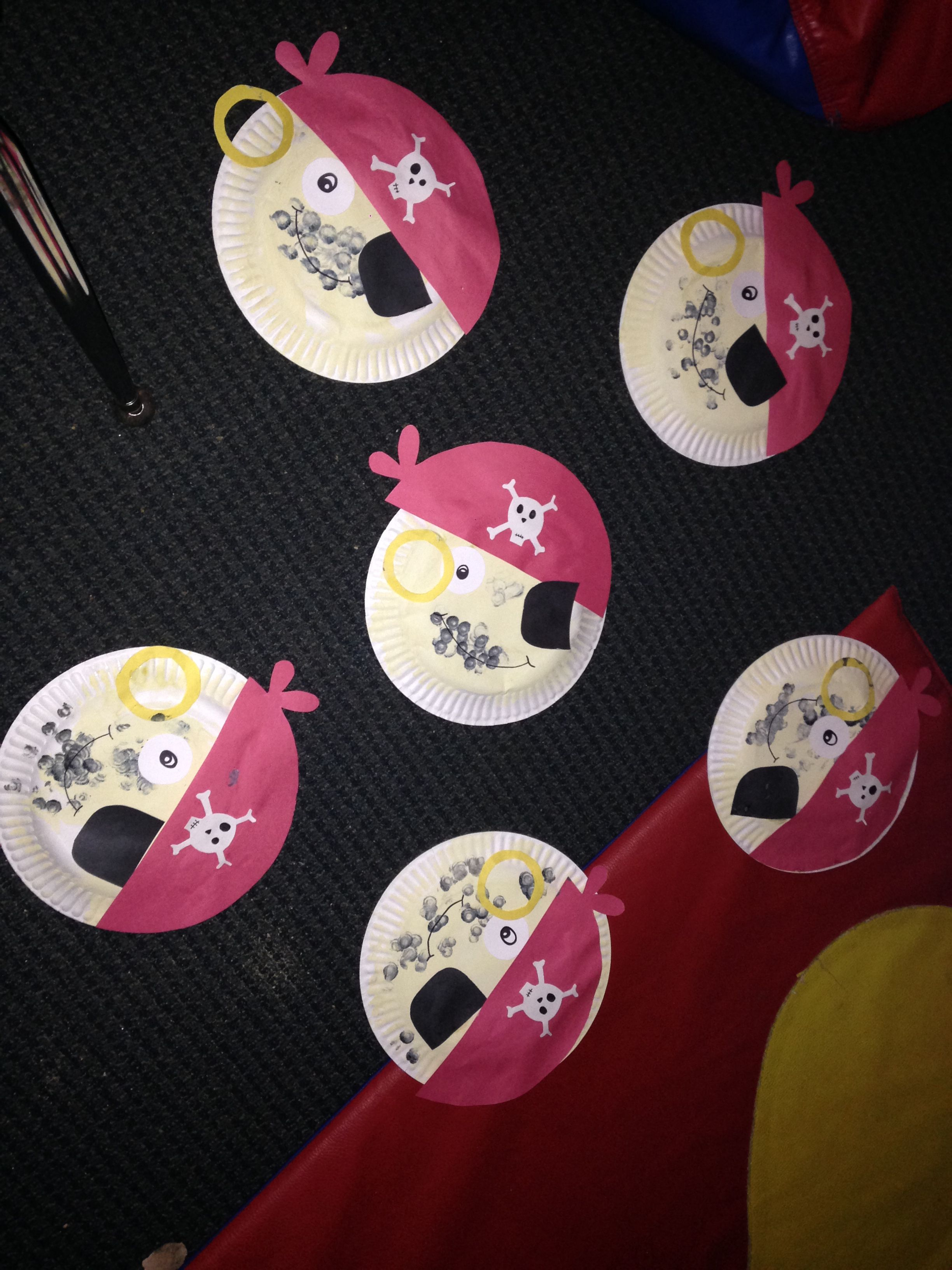 Pirate crafts for toddlers - Toddler Pirate Craft