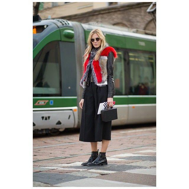 Elizabeth • @elizabethminett #elizabethminett #milan #milanomoda #milanfashion #fashionweek #fashion #streetstyle #style #theoutsider #theoutsiderblog #diegozuko