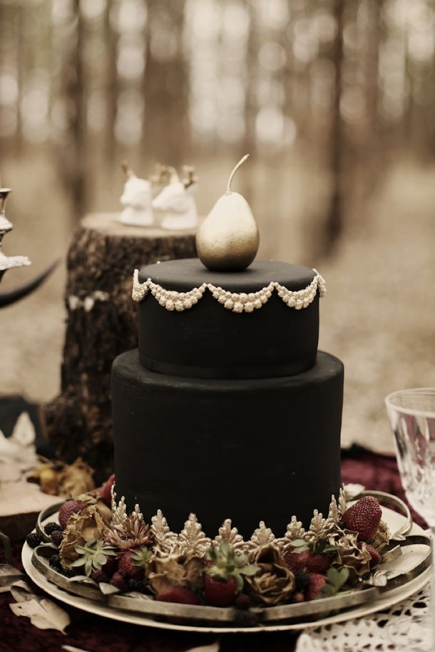 Halloween Wedding Inspiration: Black Cake | SouthBound Bride | http://www.southboundbride.com/a-haunted-affair-styled-shoot-by-pickle-photography | Credit: Pickle Photography