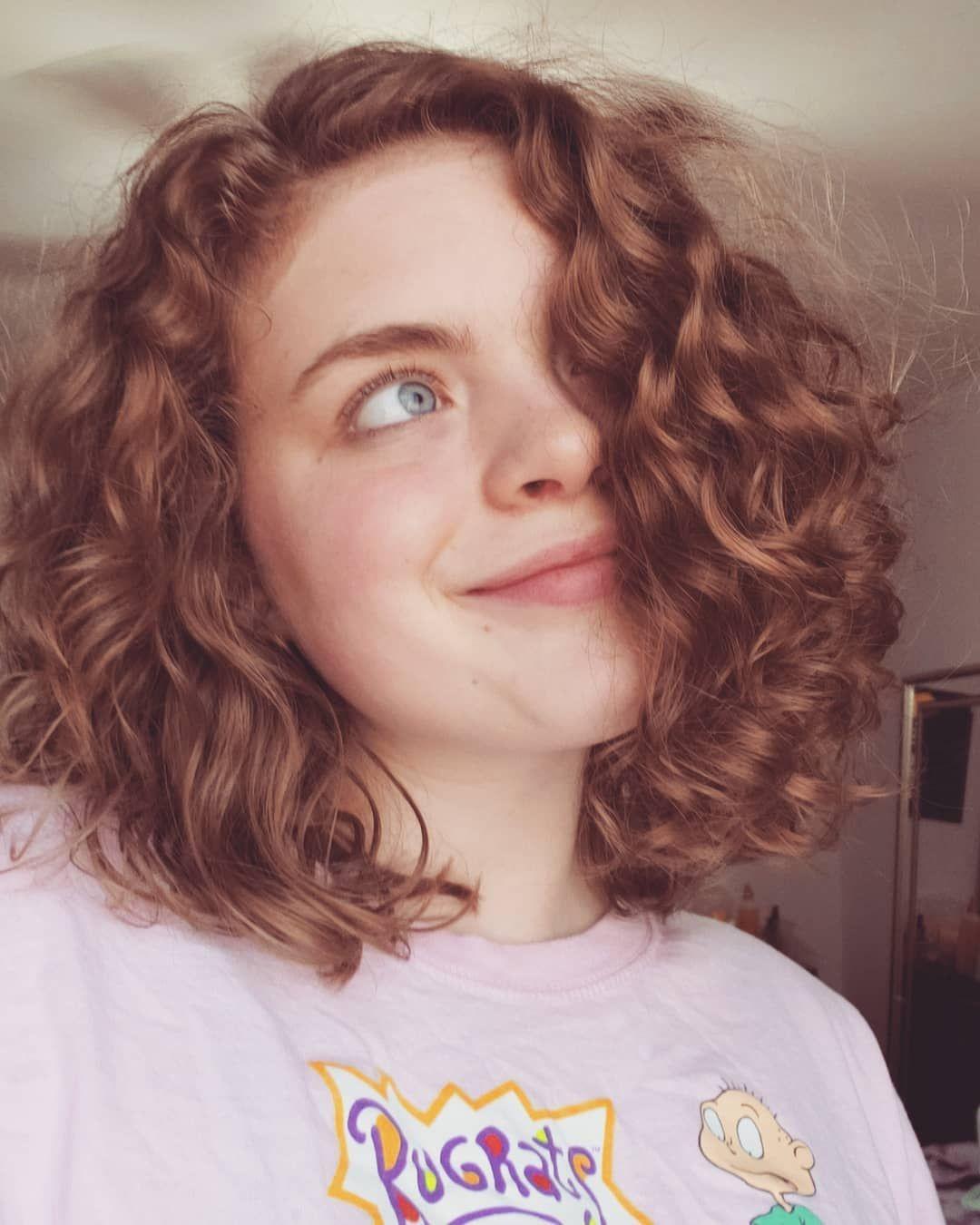 Pin by Marina Muniz on hair in 18   Curly hair women, Short hair ...