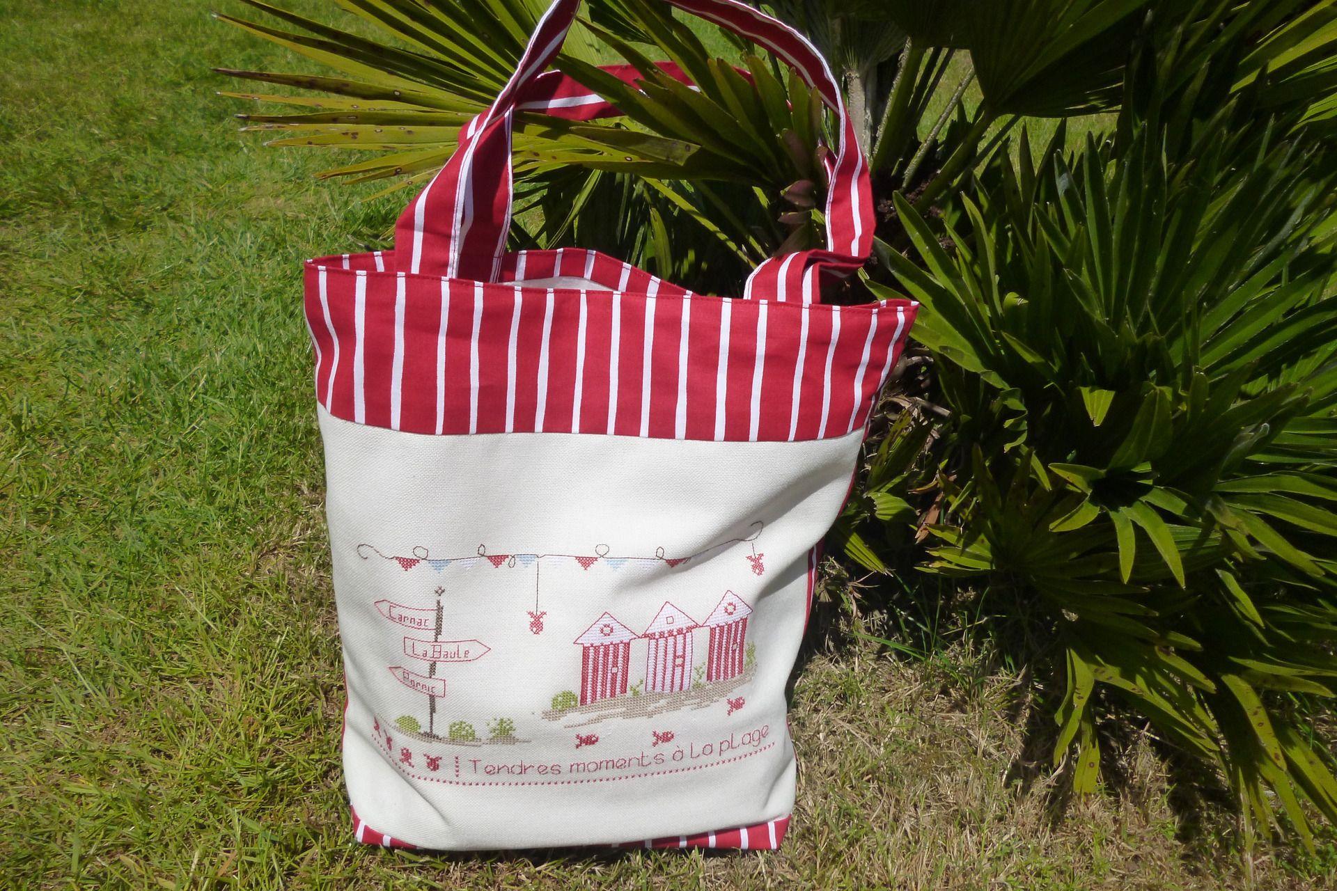 sac de plage rouge et blanc brodé au point de croix : Autres sacs par vero-t