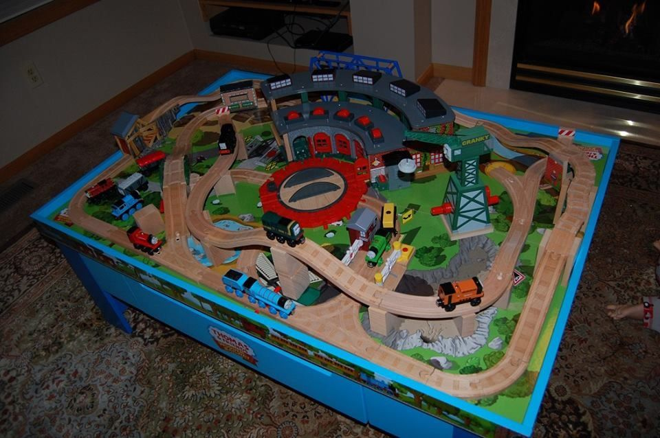wood track layouts - Google Search | Wooden train table ...