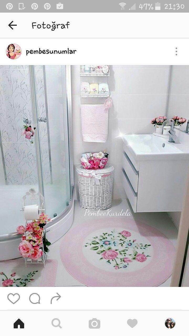 Banyo dekorasyonunda havlu sunumu