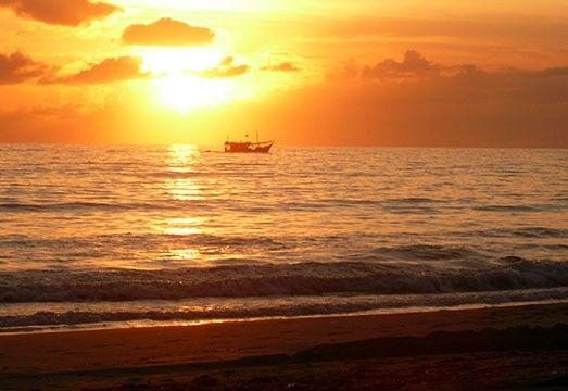 Amanecer desde la hermosa bahía de Pampatar.: El Sol de Margarita :.