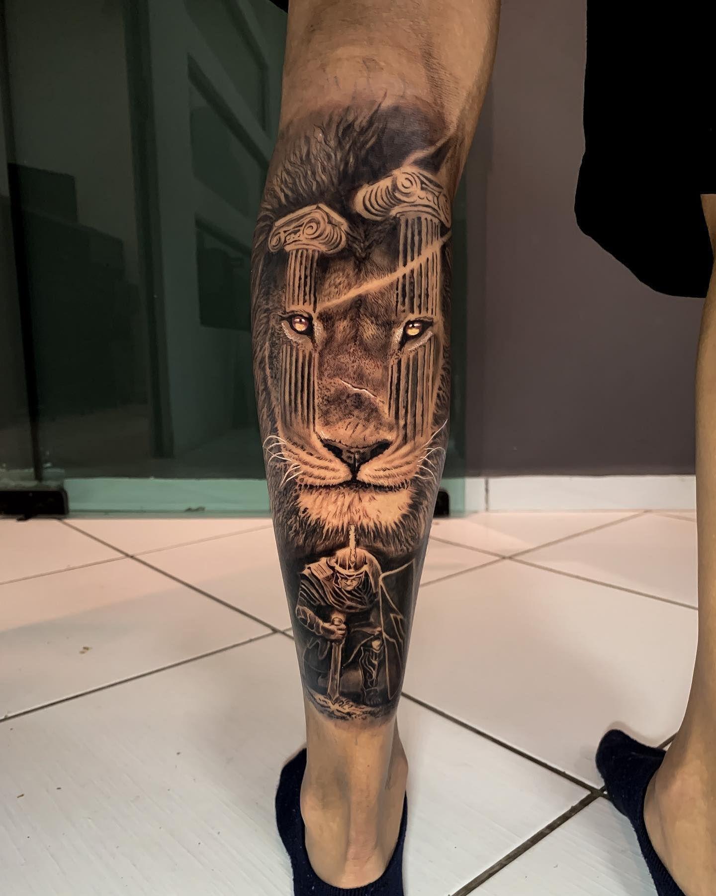Resultado da sessão de ontem, quase 9hrs. Primeira tattoo do @caiobreda10, que veio de Arapongas pra mandar esse trampo comigo e aguentou firme até o final! . . #andrericardoart #tattoo #tatuagem #realistictattoo #realismotattoo #leaotattoo #lion #liontattoo #pretoecinzatattoo #inked #maringa #maringatattoo #parana #paranatattoo #tattoos #tattoostyle