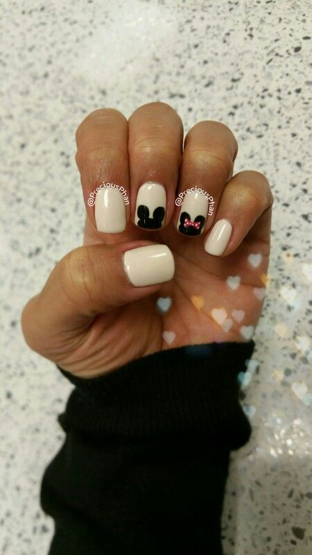 Disneyland nails. Minnie mouse, mickey mouse. Black and white nails ...
