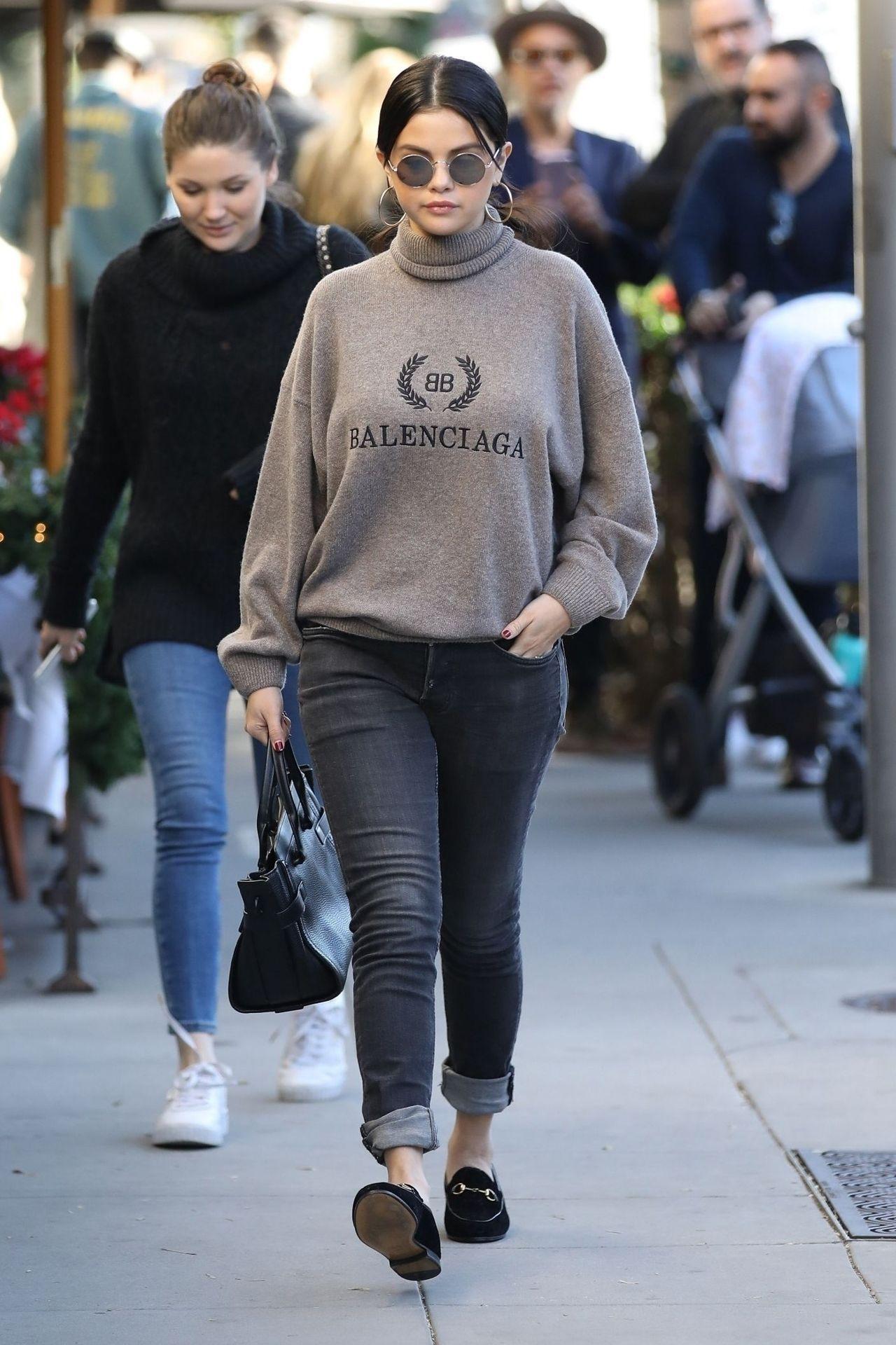 Predownload: Selena Gomez Wears A Balenciaga Sweatshirt Selena Gomez Outfits Selena Gomez Street Style Fashion [ 1920 x 1280 Pixel ]