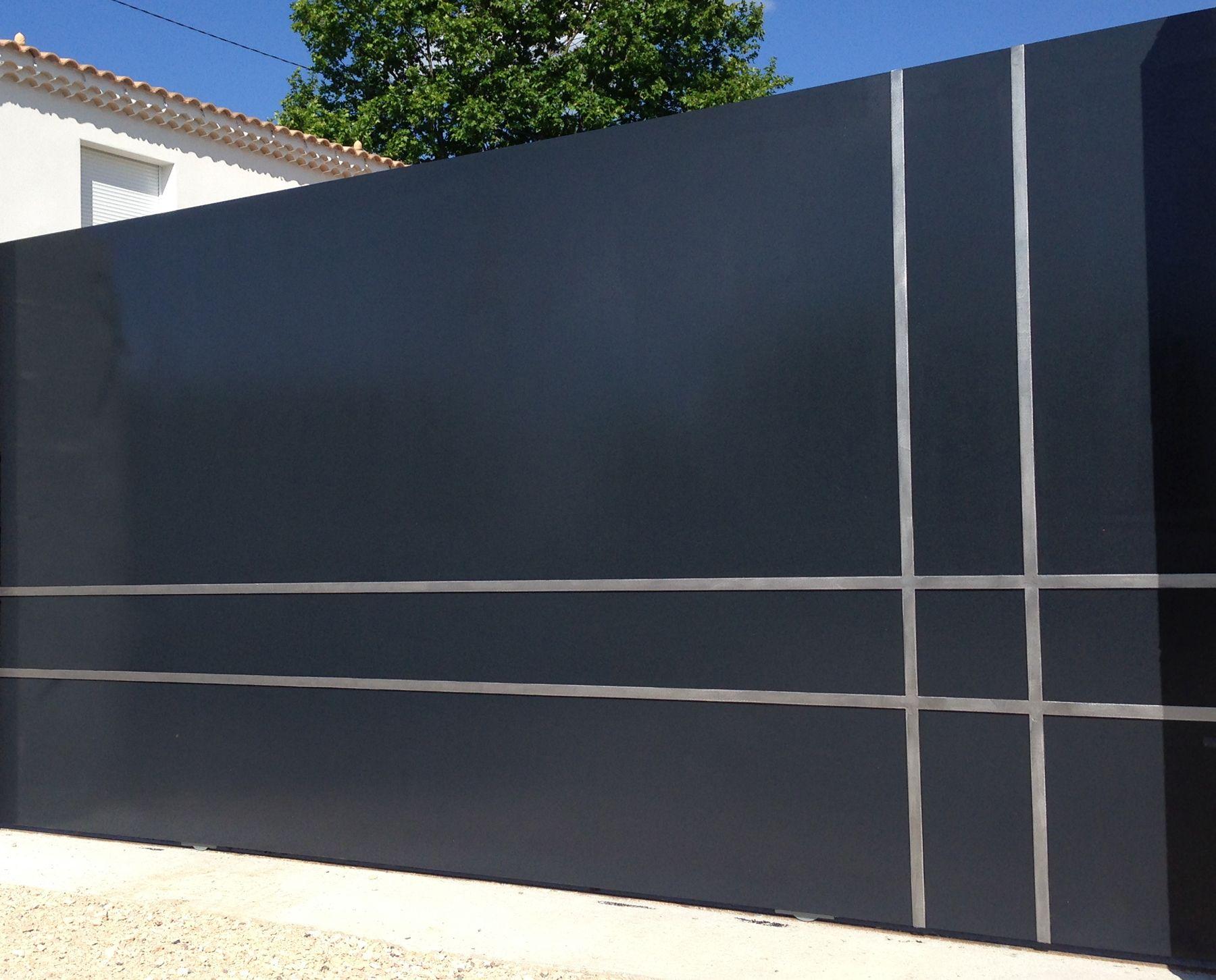 voici l une de nos derni res r alisations le portail coulissant gris anthracite casa del fons. Black Bedroom Furniture Sets. Home Design Ideas