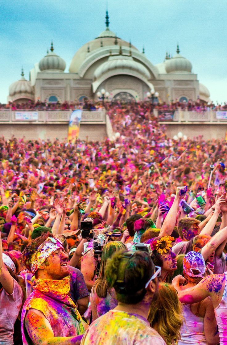 Holi festival, India. Click pin through to post for info on how to find the best information on world festivals and events!