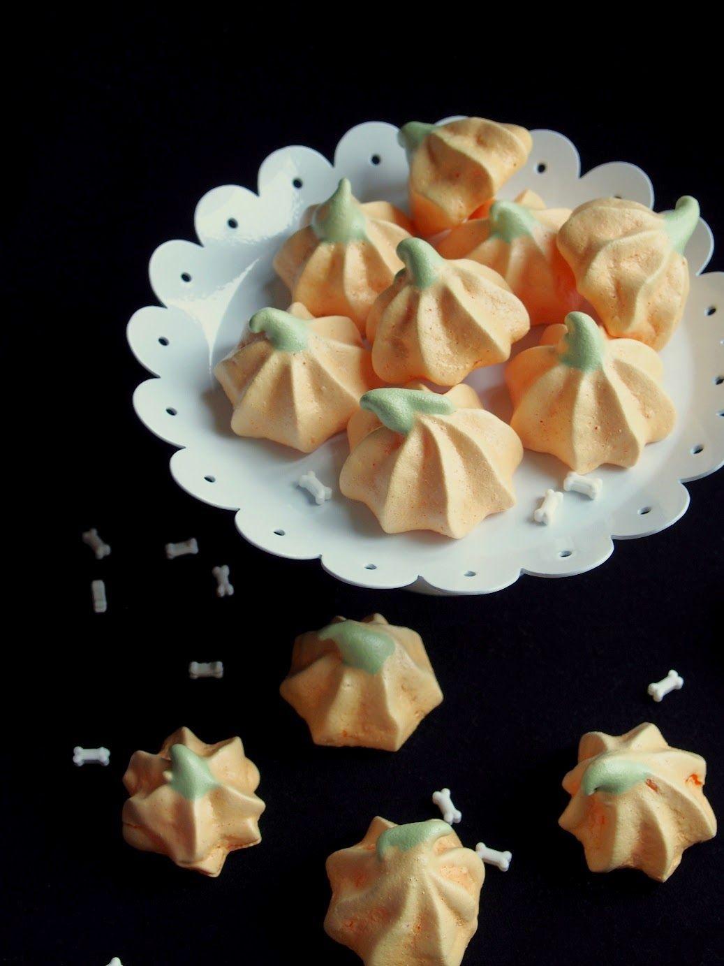 http://drsugars.blogspot.fi/2014/10/kurpitsa-marengit-pumpkin-meringues.html