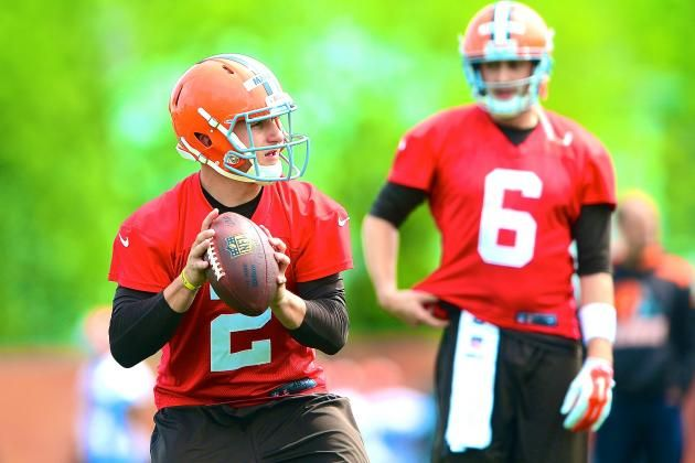 Johnny Manziel Vs Brian Hoyer Latest Updates On Cleveland Browns Qb Battle Johnny Manziel Cleveland Browns Nfl