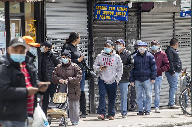 New Yorkers Have Been Ordered To Wear Masks In Public When Social Distancing Is Not Possible In 2020 Face Mask New York S How To Wear