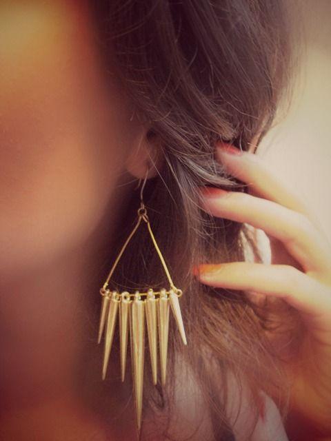 SEARCH IN FASHION-- DIY: Spike earrings