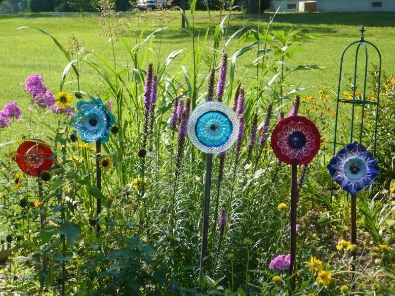 Elegant Recycled Glass For Gardens | Recycled Plate Flowers | Free Gardening Tips |  Free Gardening Help