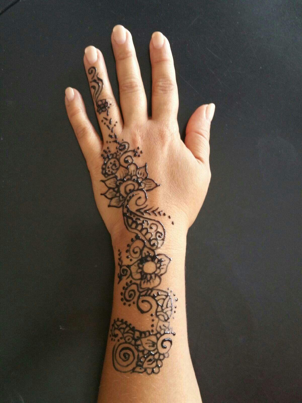 3dad57eab Henna tattoo, nice design.   Tatuajes   Henna, Hand tattoos, Hand henna