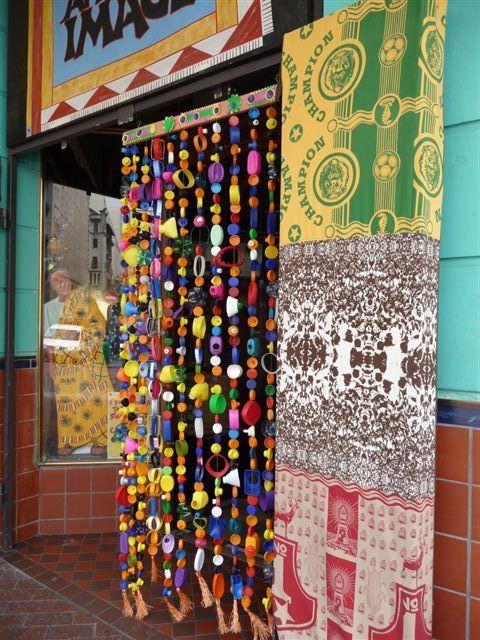 recup - rideau (ou portière) en bouchons de plastique ! from Africa ! :-)