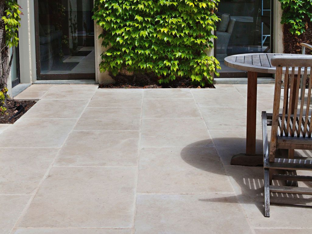 Eco Outdoor La Roche Limestone Paving In Traditional Style Courtyard Eckersley Garden Architecture