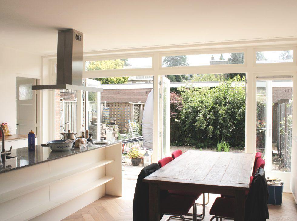 Aanbouw Open Keuken : Interieur van aanbouw met open keuken naar tuin verbouwing