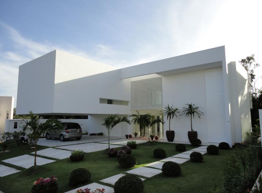 Casa fachada branca minimalista moderna decor salteado 1 for Casas tipo minimalista