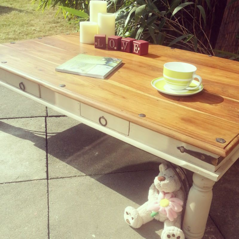 Beautiful Shabby Chic Mango Wood Coffee Table With 2 Drawers