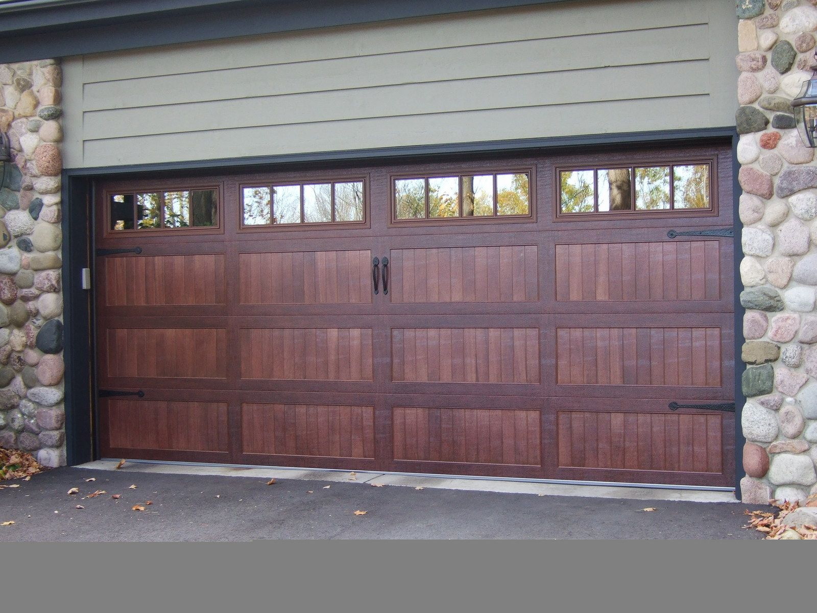 New Accents Series From Chi Accents Series 16x7 59xx Ch Industries Com Residential Garage Doors Chi Garage Doors Carriage Garage Doors