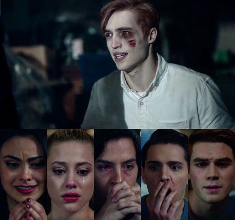 ARCHIE JUST FREAKING LOOKS AT JASON WITH NO SHOCK AT ALL OH MY GOD AND EVERYONE ELSE THERE IS CRYING | Riverdale funny, Riverdale jason, Riverdale cw