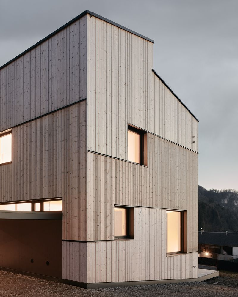 Gallery Of Semi Detached House On A Hillside Mwarchitekten 11 Facade Architecture Architecture Residential Architecture Facades