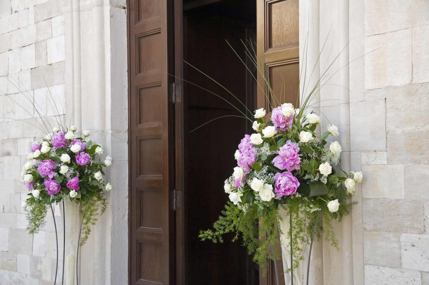 Kirche Tur Mit Blumen Bildergalerie Mit Schonen Beispielen Hochzeitsdeko Kirchendeko Hochzeit Kirchenschmuck