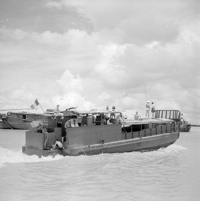 ECPAD   Une mission de la Marine française en Indochine sur le fleuve Bassac