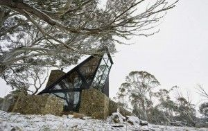 Natural House with Many Glazed Frames – Under The Moonlight House