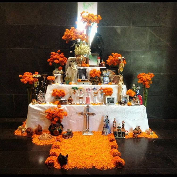 Halloween Wedding Altar: Day Of The Dead Diy