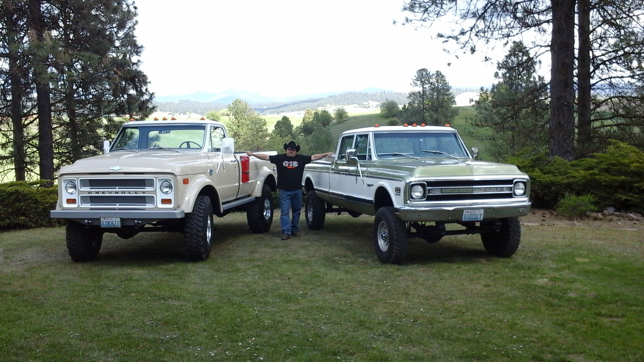 Two Chevy Creations By Rtech Fabrications 70 Crew Cab Cowboy 1976 Chevrolet And K50 Drill Sergeant Visit The Website Rtechfabricationscom
