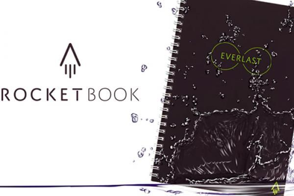 Everlast Notebook: Wie smarte Notizblöcke die Zettelwirtschaft revolutionieren Schreiben, zeichnen, abfotografieren, hochladen und wieder von vorn - mit dem 'Everlast Notebook' und der kostenlosen Rocketbook-App des gleichnamigen Herstellers sendet ihr eure handgeschriebenen Notizen direkt in die Cloud. Das smarte Notizbuch ist bereits die zweite Ausführung nach dem 'Rocketbook Wave' und erreichte sein Kickstarter-Finanzierungsziel von 26.000 US-Dollar spielend.