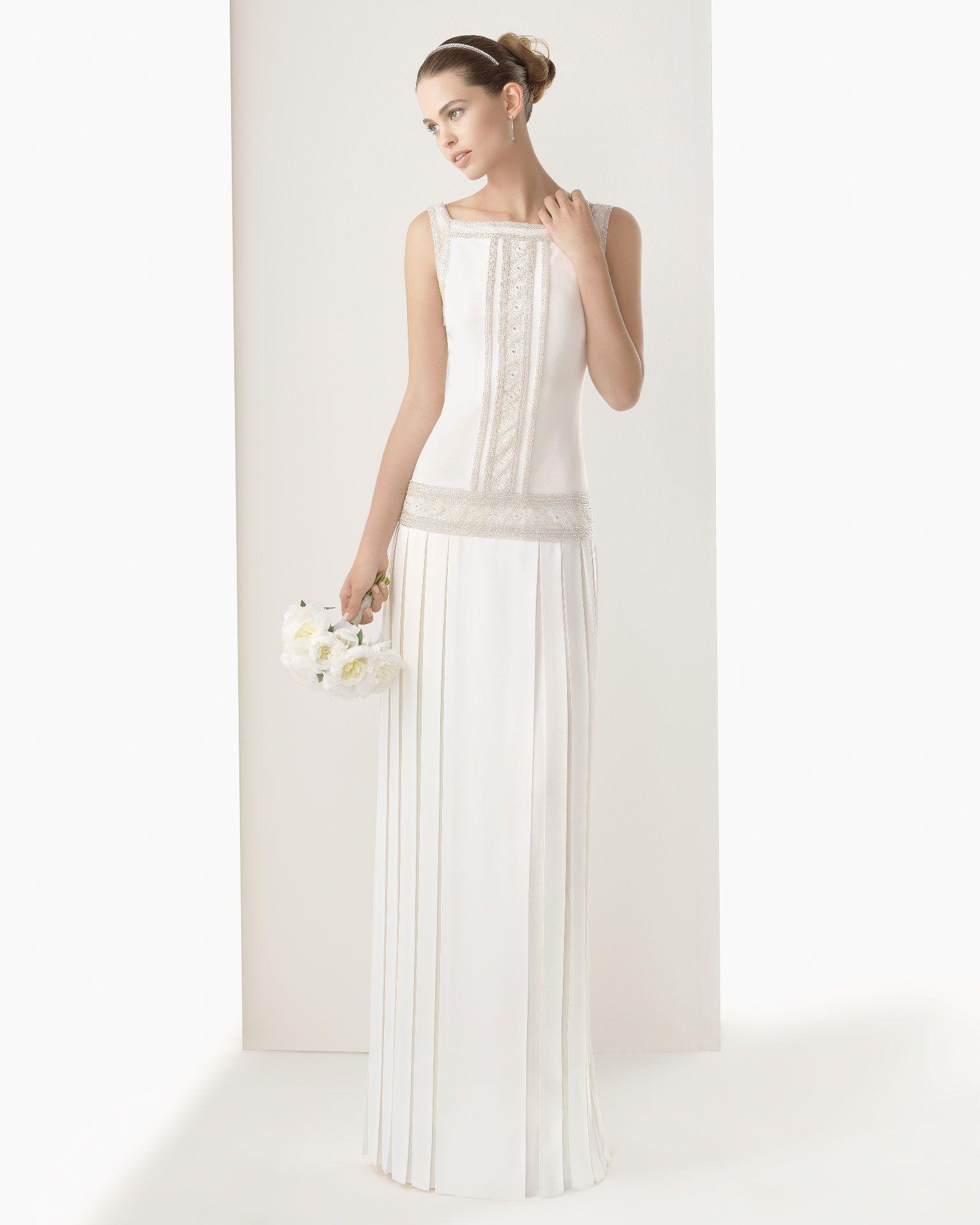 CLARISA - Vestido de crep satén bordado con pedrería en color marfil ...