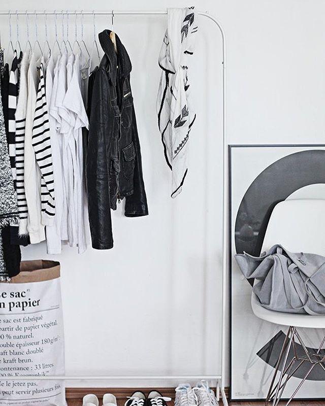 // Sejam bem vindos!  Acreditamos no consumo consciente e colaborativo da moda através da prática do reuso, em que as mesmas roupas transitam por lares diversos.  Porque aquilo que já não nos faz tão bem, pode fazer alguém muito feliz ♡  E é dividindo que multiplicamos! //