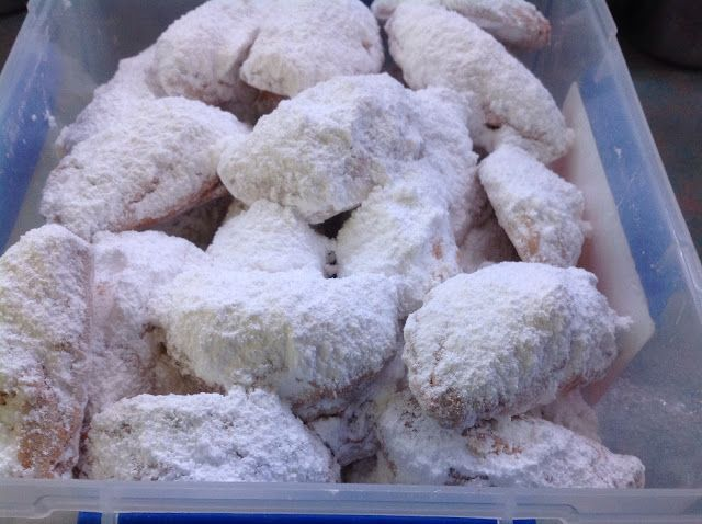 Fay's Homemade Recipes: Skaltsounia (Shortbread stuffed with crushed walnuts grated Apple and strawberry jam)