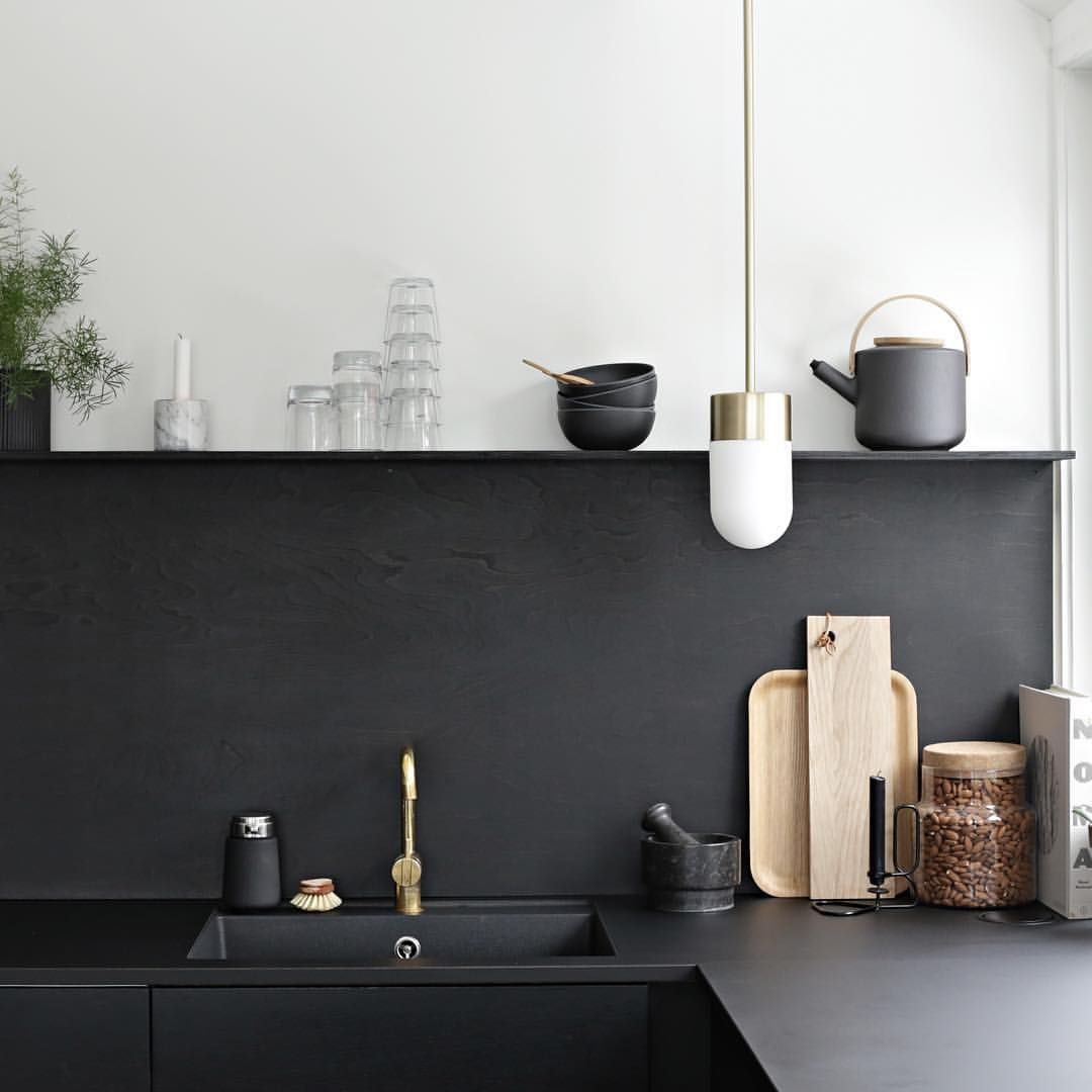 "Nina Holst på Instagram: ""Kind of in love with our #blackkitchen ✔️ #stylizimohouse #kitchen"""