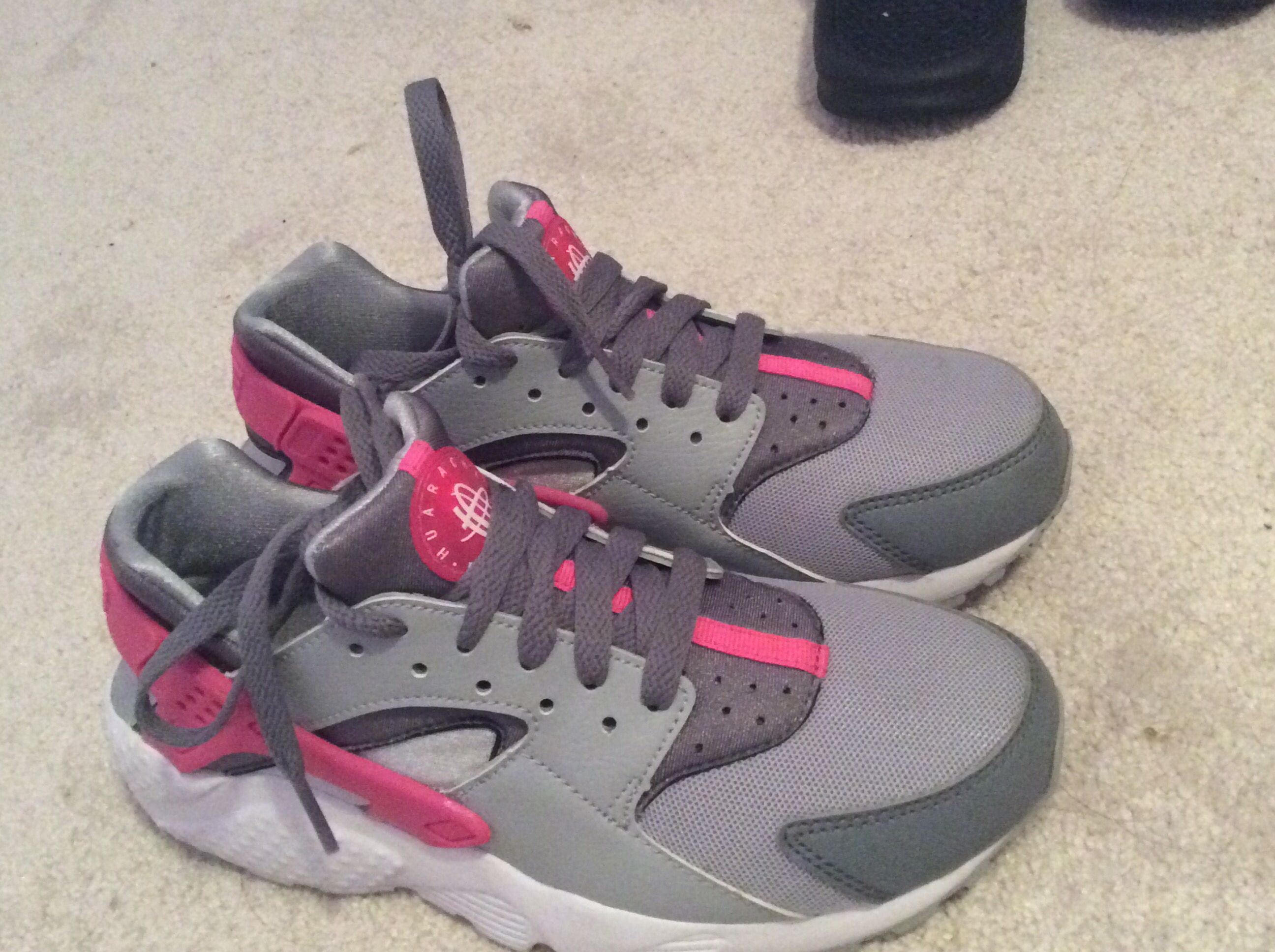 more photos 6ca95 98ba1 gray and pink huaraches | Shoes | Sneakers nike, Huaraches ...