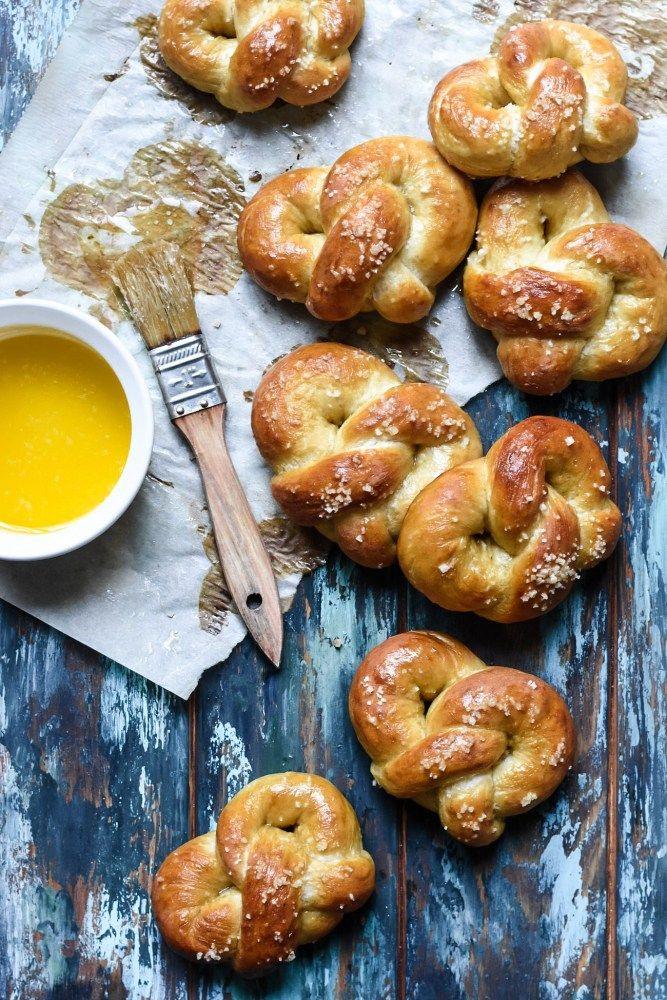 Hot-Buttered Soft Brezeln (Bretzels)  – Baking