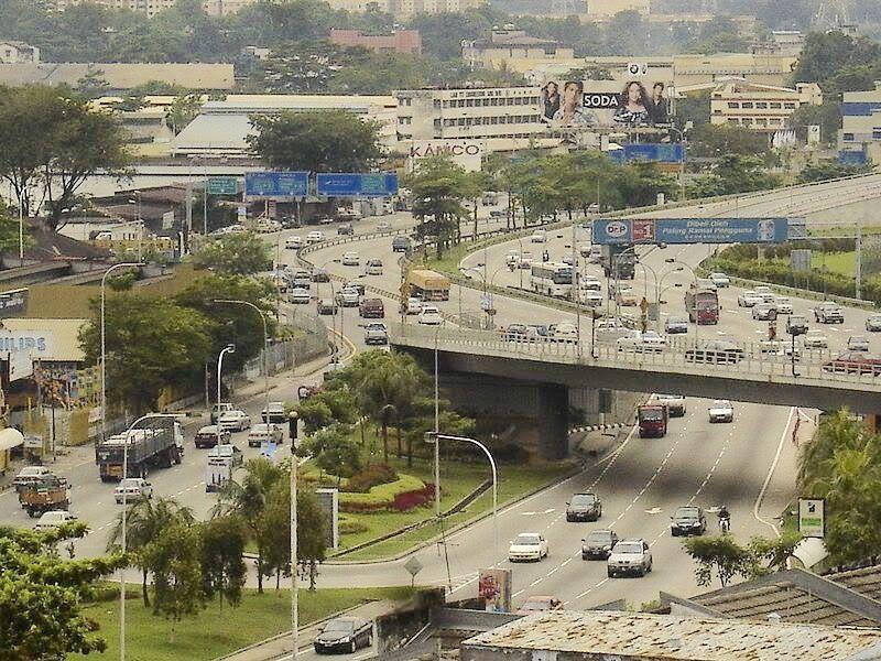 The start of the KLSeremban Highway. Public transport