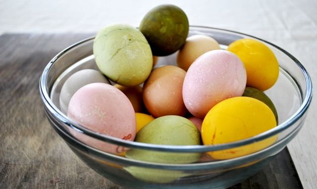 Homemade Organic Eco-Friendly Easter Egg Dyes