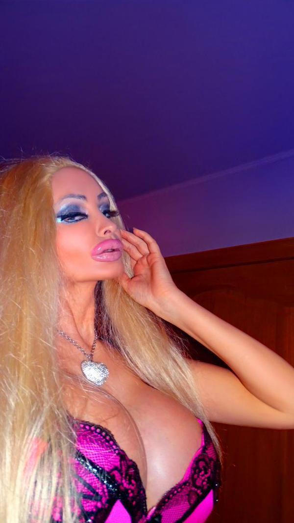 Petti women with big labia