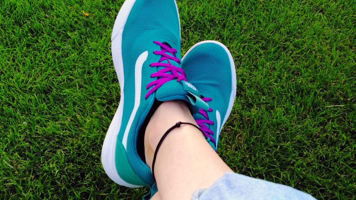 Dlaczego Niektorzy Maja W Zyciu Latwiej Marta Robins Empata Empatia Energia Fizyka Kwantowa Konmari Law Of Attraction Med Sneakers Nike Sneakers Nike