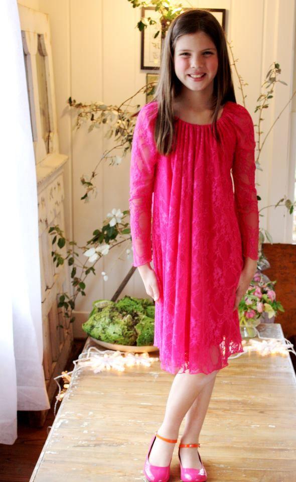 Fabulous Fuschia color in lace - so chic !