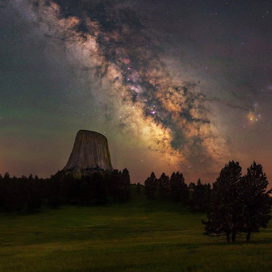Devils Tower Wy And Milky Way Devils Tower National Monument