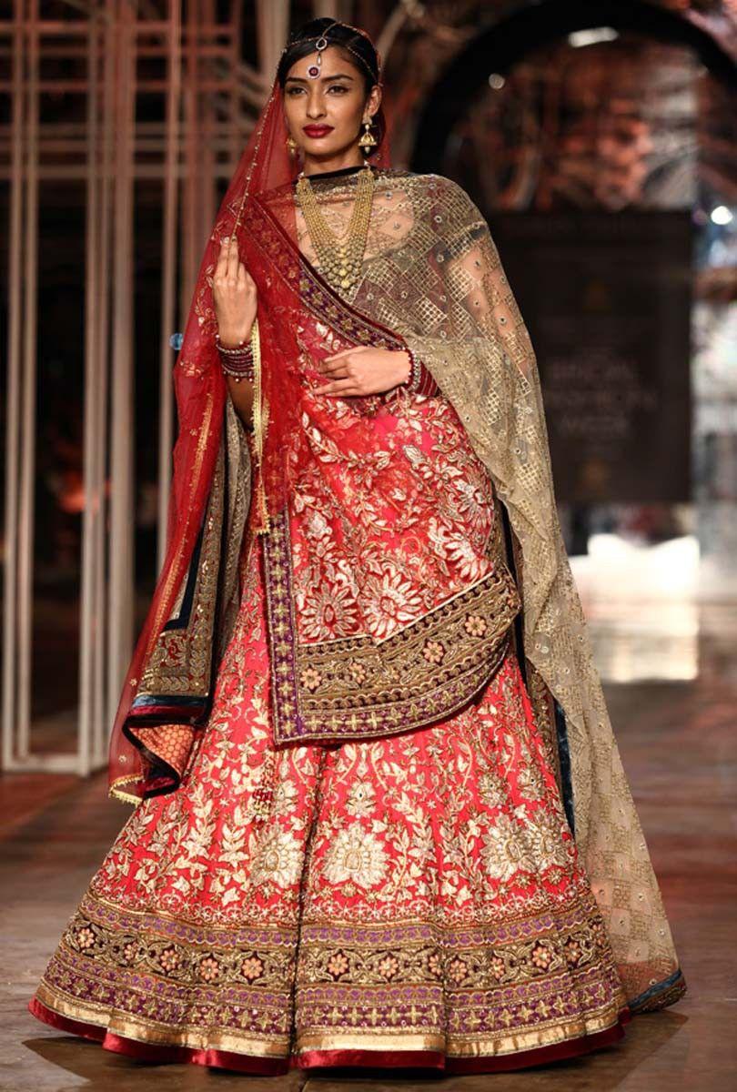 Tarun Tahiliani collection at the bridal fashion week 2013 at Delhi 19 - Kalkifashion.com